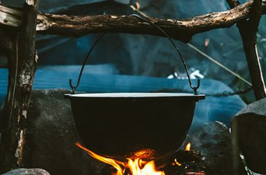 4 Aspects to Consider with Dutch Oven Sizes   ultimatepreppingguide.com
