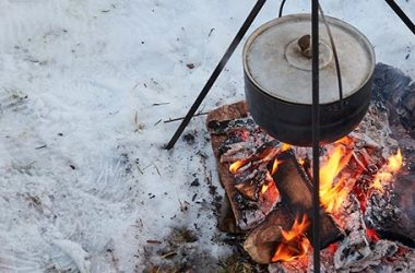 How to Make a Fire in Wet Weather   ultimatepreppingguide.com